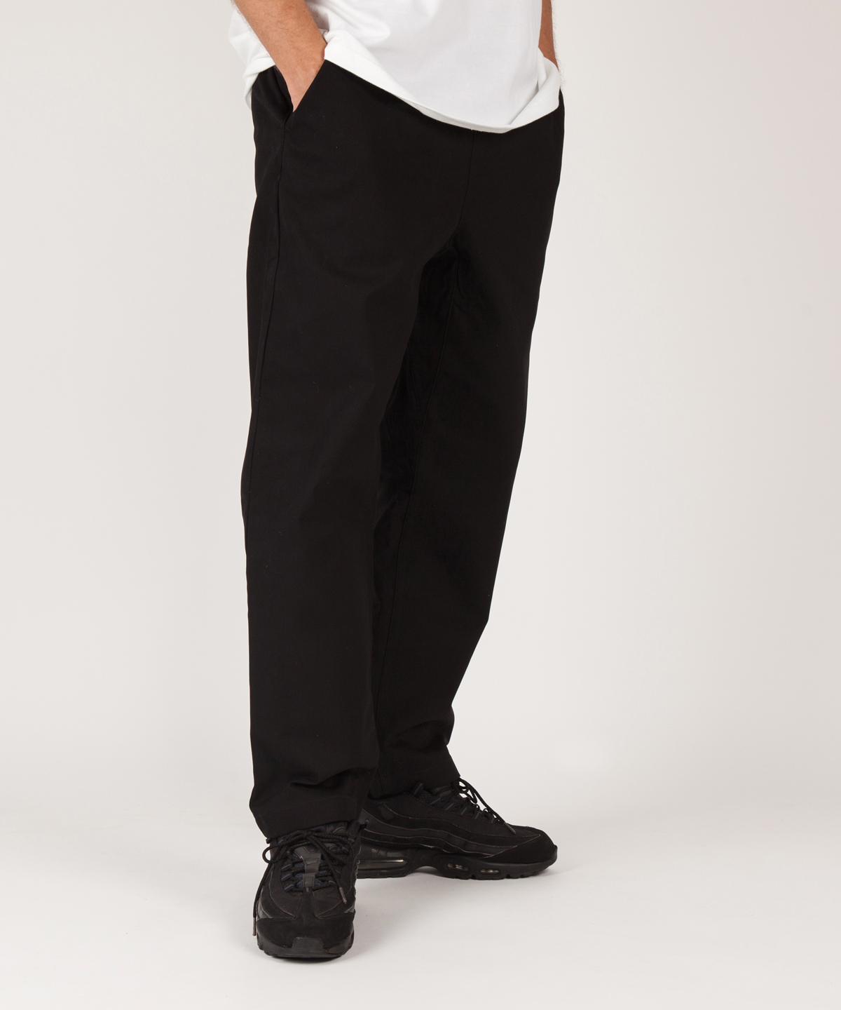 relaxed cotton trouser model 2
